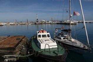 Port de Tanger - Florestan à couple du bateau pilote