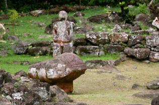 Tikis du site archéologique d'Ipona (Hiva-Oa)