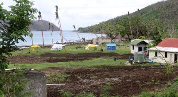 Île Makogai (Fidji) - Village de tentes après le passage du cyclone Winston