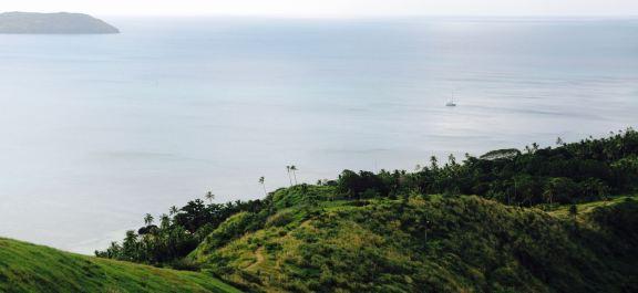 Île Dravuni (Fidji) - Florestan au mouillage