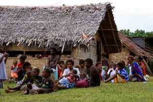 Un village sur Pentecôte
