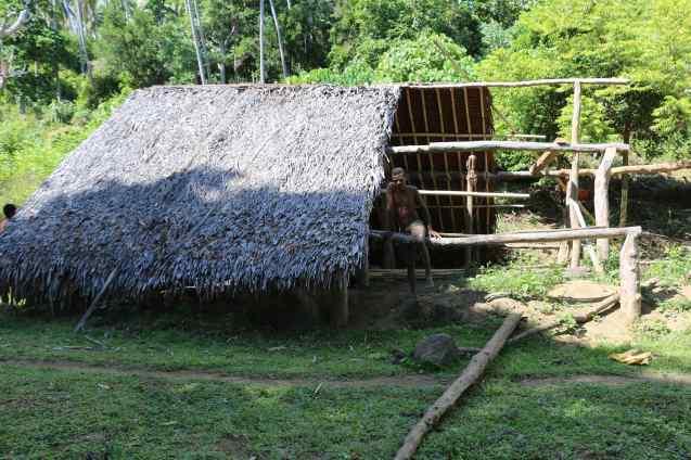 Construction d'un nakamal (maison des hommes) sur Ambae
