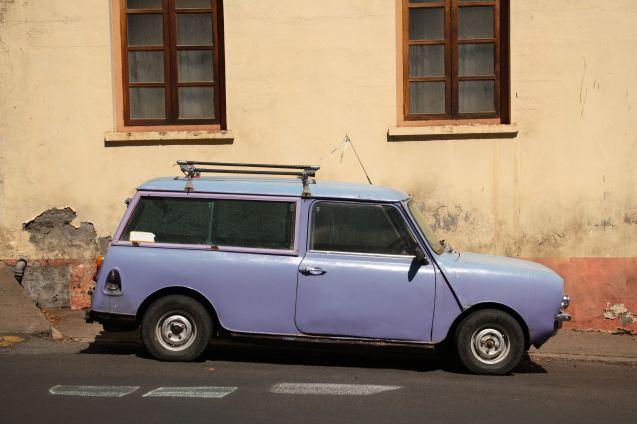 Une mini break dans les rues de Jamestown, reflet du parc automobile vieillissant de l'île