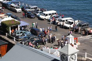Tout Sainte-Hélène se retrouve sur le wharf pour accueillir les passagers